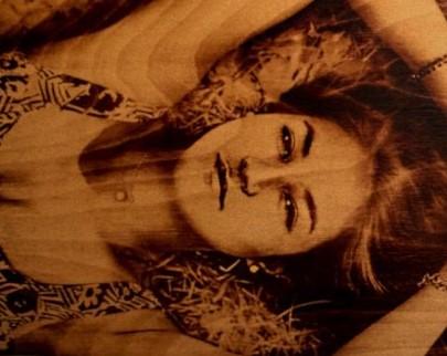 портрет на дереве на заказ в Иркутске